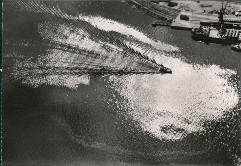 Ansichtskarte Rostock Luftbild - Hafeneinfahrt 1975