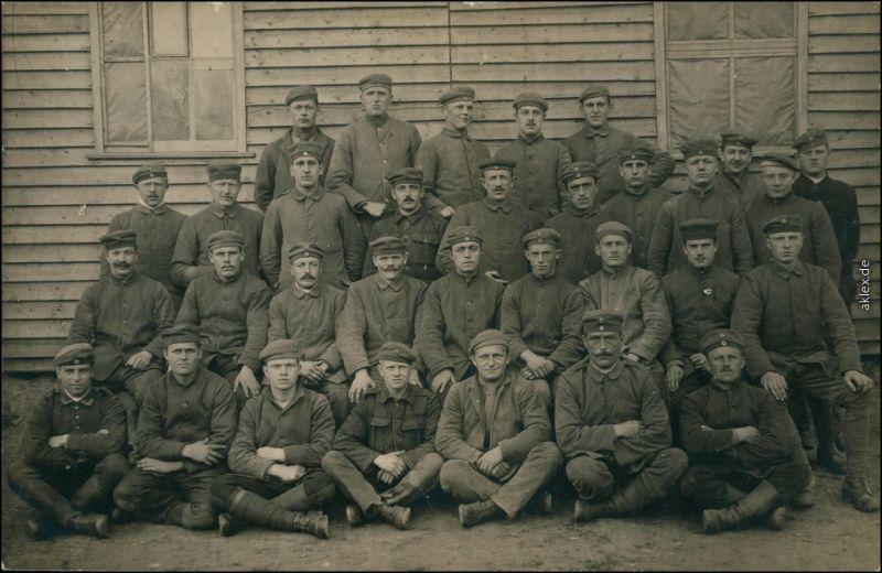 Ansichtskarte  Franzöische Soldaten vor Lager 1. WK Frankreich Privatfoto 1917