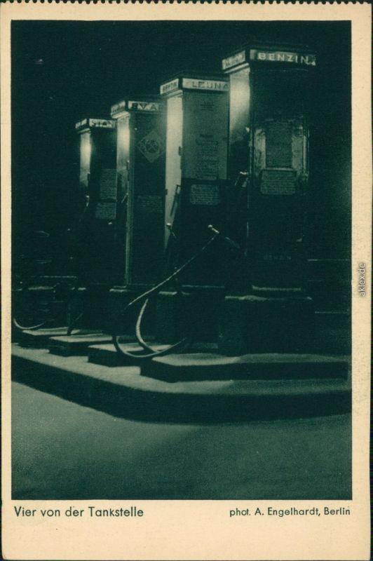 Ansichtskarte  Verkehr/KFZ: Auto - Vier von der Tankstelle 1930