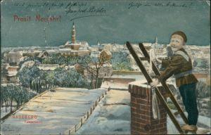 Neujahr/Sylvester - Junge über den winterlichen Dächern mit Leiter 1907