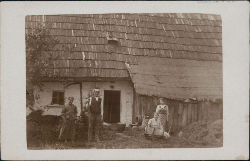 Berufe /Arbeit: Bauern - Gruppenbild von Familie 1918 Privatfoto