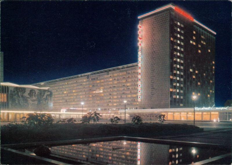 Seevorstadt-Dresden Prager Straße bei Nacht mit Hotel - Beleuchtung ...