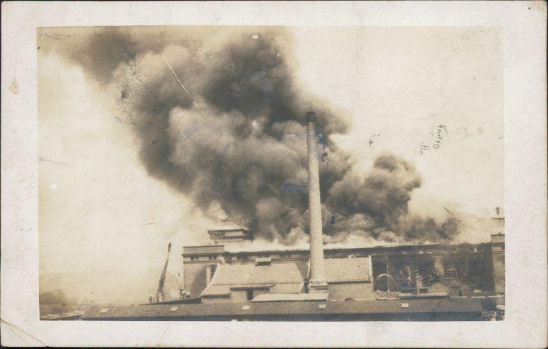 Ansichtskarte  Brand einer Fabrik - Privatfoto Ak 1922