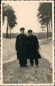 Foto  2 Soldaten im Winter posieren 1938 Privatfoto