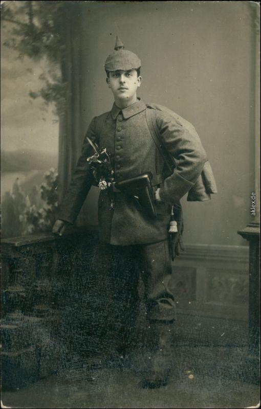 Ansichtskarte  Atelierfoto Soldat mit Pickelhaube WK1 1916