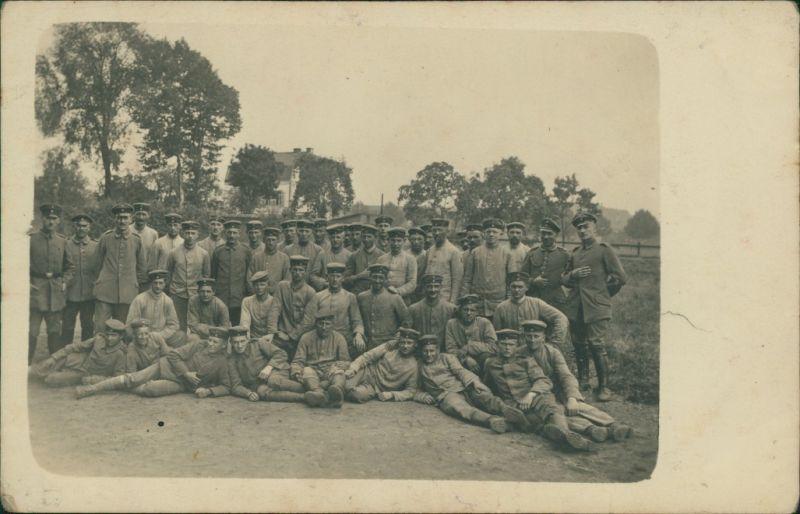 Ansichtskarte  Gruppenfoto, Militaria WK1 - Häuser Frankreich 1916