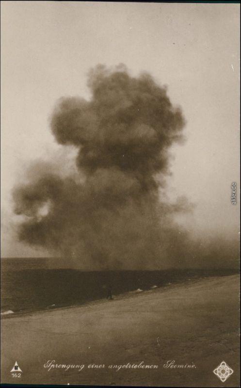 Ansichtskarte  Fotokarte - Sprengung einer angetriebenen Seemine 1916