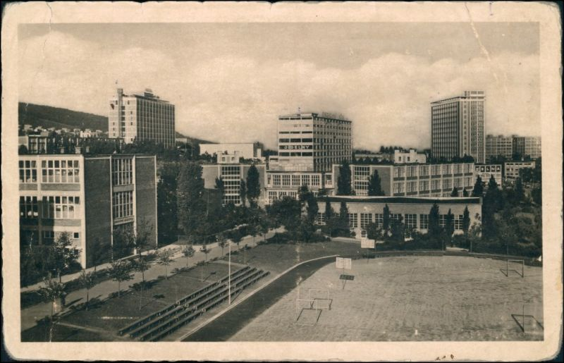 Postcard Zlin (Gottwaldov) Zlín Sportplatz und Schulviertel 1940