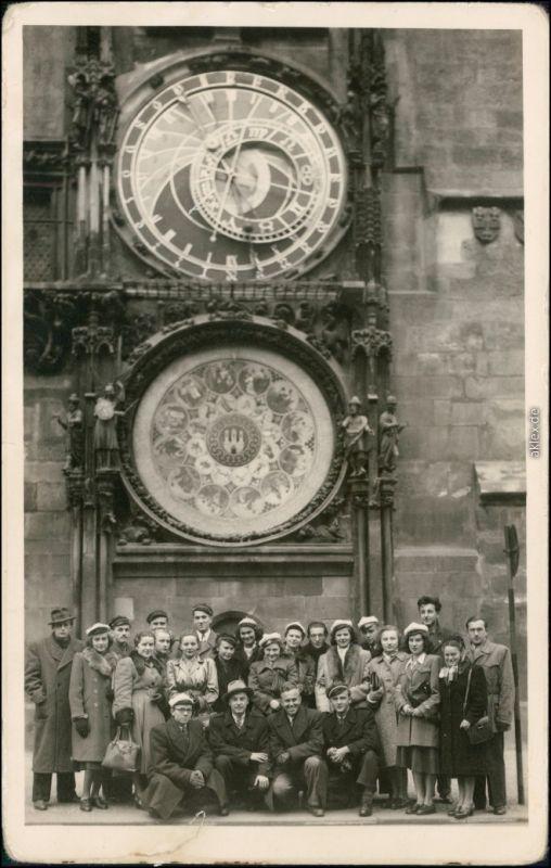Foto Prag Praha Gruppenfoto vor der Rathausuhr 1949 Privatfoto