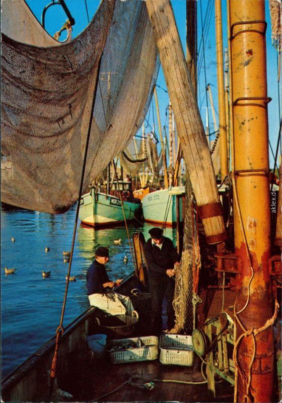Ansichtskarte  Fischerkutter mit Besatzung 1984