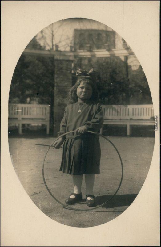 Foto Stuttgart Mädchen Reifentreiben 1924 Privatfoto