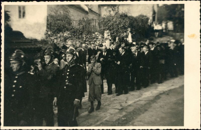 Foto  Beerdigungen mit Feuerwehrleuten 1940 Privatfoto