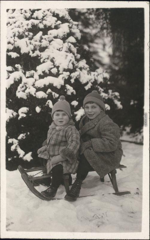 Foto  2 Jungs auf Schlitten Bruchsal 1923 Privatfoto