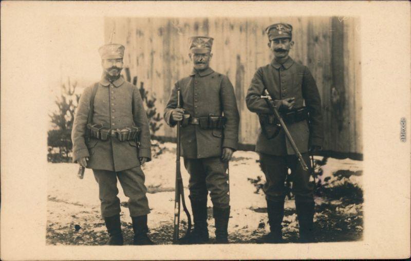 Ansichtskarte  3 Grenzschützer mit Gewehren - Schweiz Privatfotokarte 1914