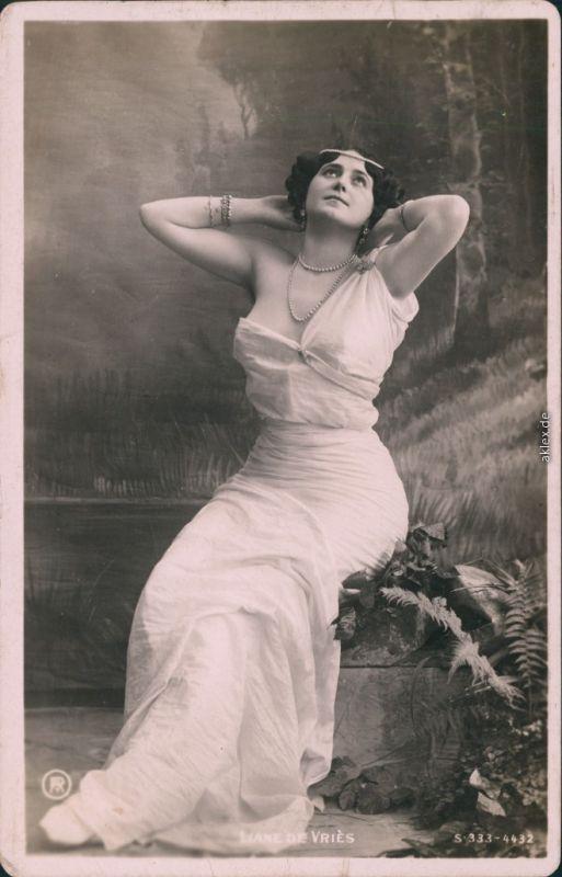 Ansichtskarte  Erotika - Junge Frau - lassiv 1908
