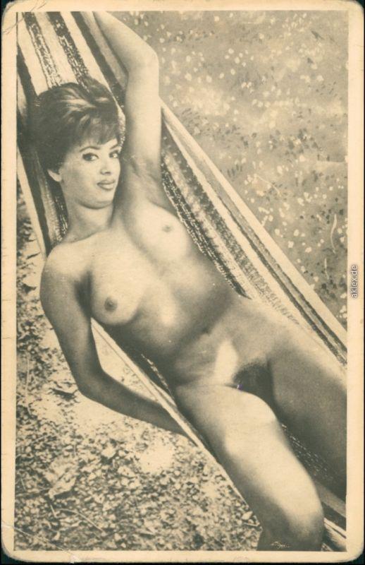 Nude Frau