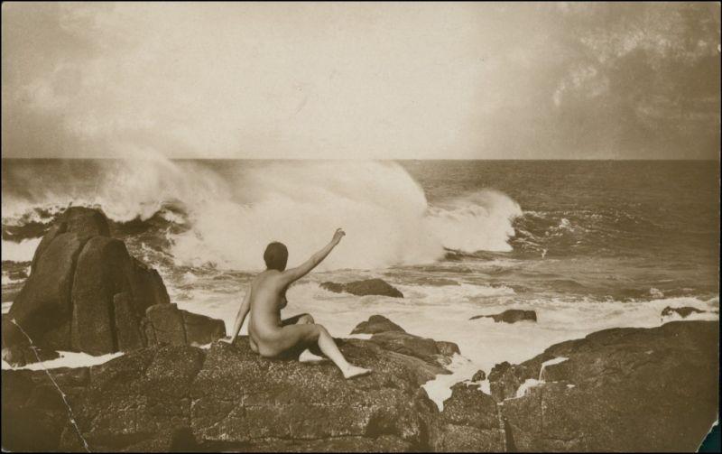 Ansichtskarte  nackte Frau auf Felsen am Meer Erotik Erotika Nude 1918