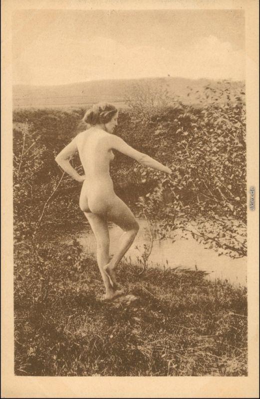 Ansichtskarte  nackte Frau - am See FKK - Erotik Erotika Nude 1920