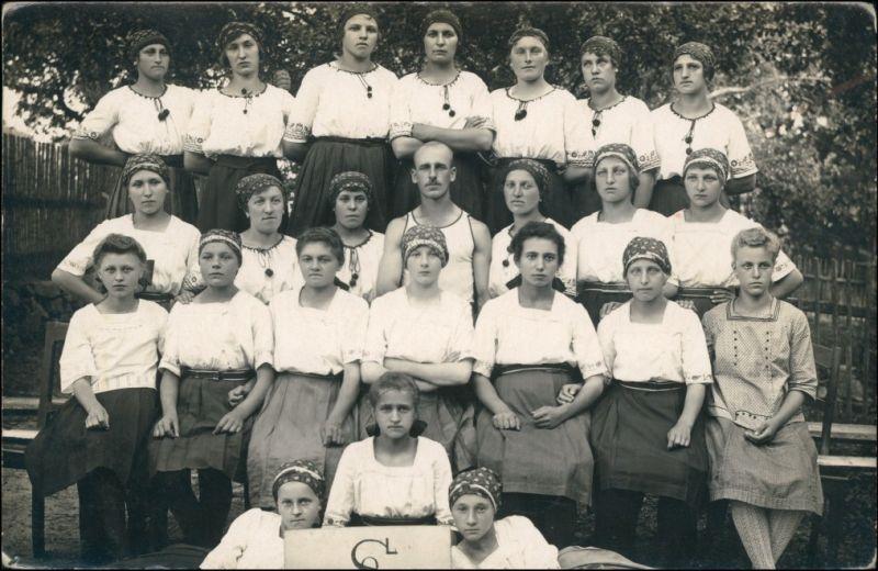 Foto .Tschechien Gruppenbild Frauen Einheitskleidung 1932 Privatfoto