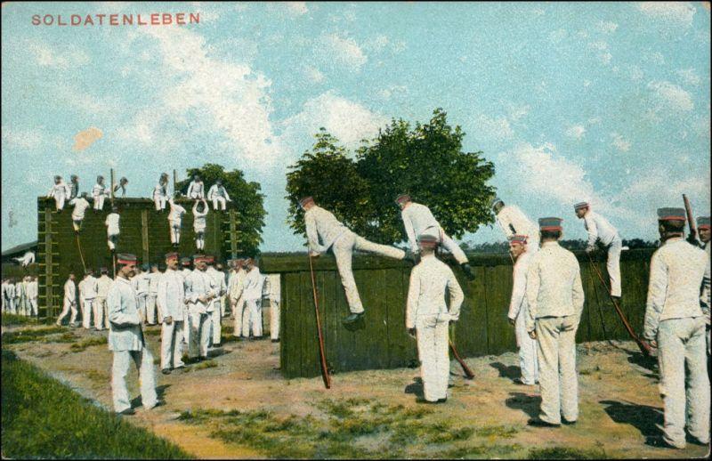 Ansichtskarte  Soldaten bei der Übung, Parcour 1915