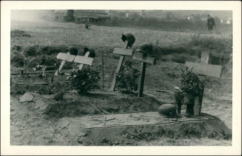 Foto  Soldatengräber Hacken- und Eisernes-Kreuz 1940 Privatfoto