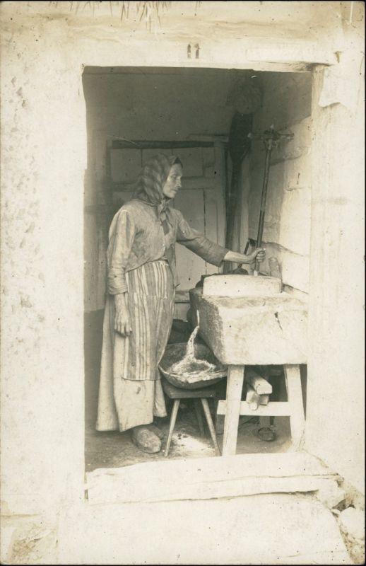 Foto  Bäuerin bei der Arbeit 1912 Privatfoto
