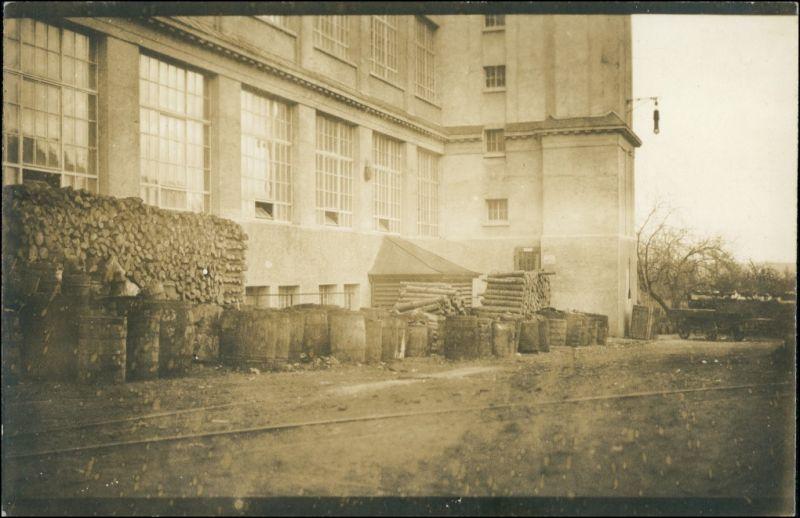 Foto Unterhausen-Oberhausen Fabrikanlage, Holzstapel 1920 Privatfoto