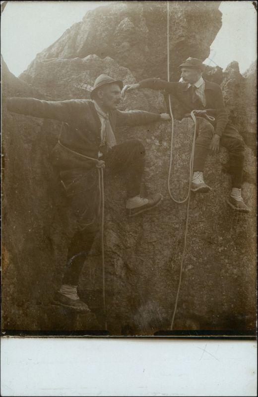 Foto  Bergsteiger am Felsen - Privatfoto AK 1918 Privatfoto