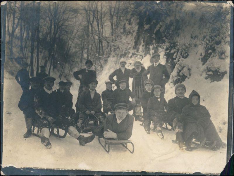 Wintervergnügen Männergruppe Schlitten/Rodeln 1922 Privatfoto