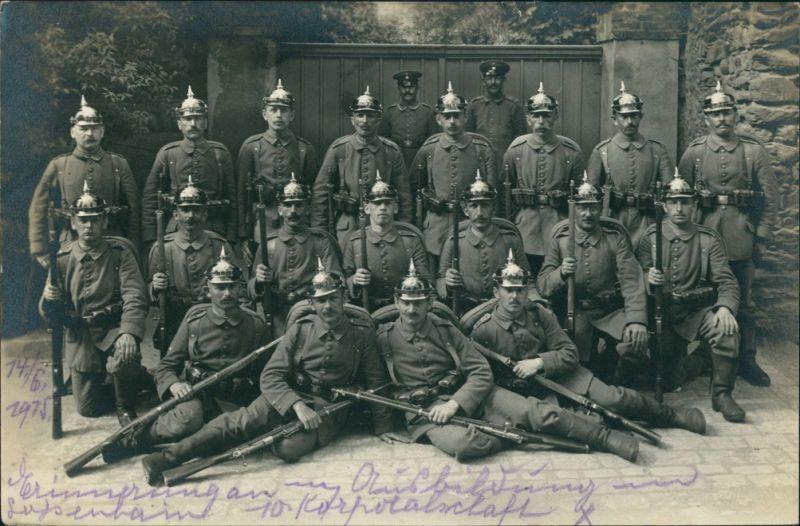 Militär/Propaganda 1.WK: Soldaten Gewehre Pickelhauben 1916 Privatfoto