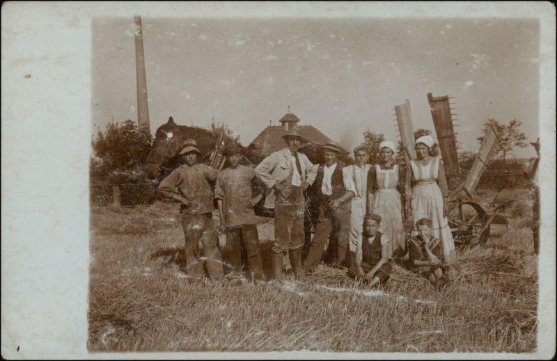 Foto  Berufe /Arbeit: Bauern - Maschine vor Gutshaus 1926 Privatfoto