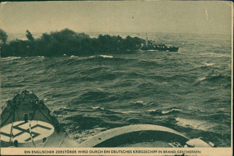 Englischer Zerstörer wird in Brand geschossen Militär/Propaganda - 2.WK (Zweiter Weltkrieg) 1942