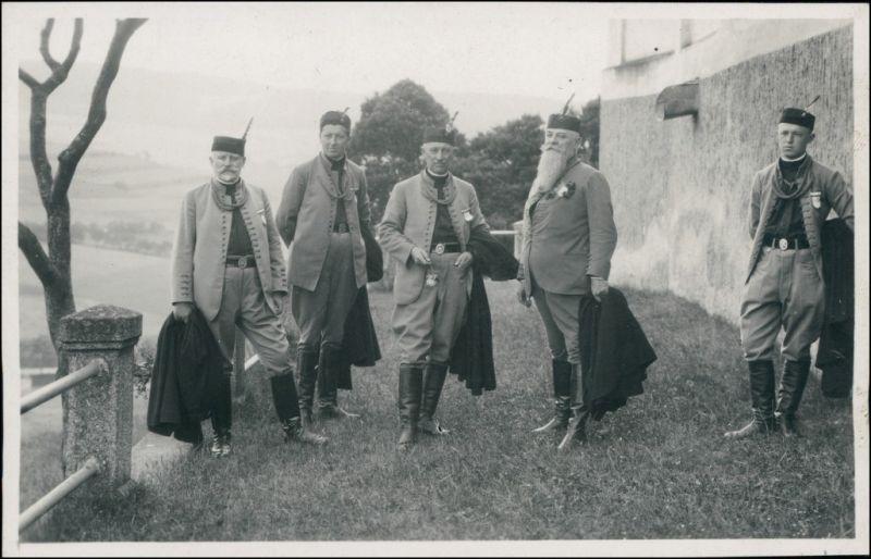 Foto .Tschechien Sokol- Verein Männer vor der Burg 1930 Privatfoto