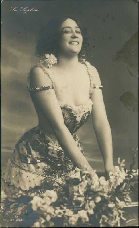 Ansichtskarte  Junge Frau schaut lassiv in die Kamera 1909 0
