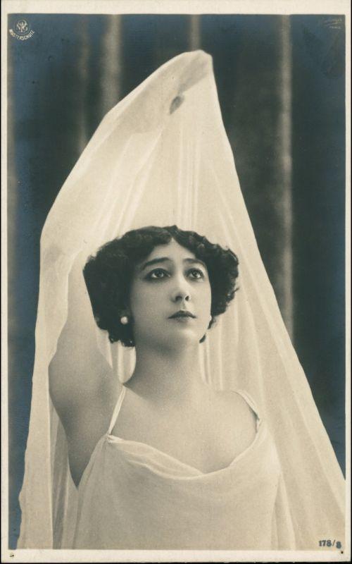 Menschen / Soziales Leben - Erotik (Nackt - Nude) - Junge Frau 1909