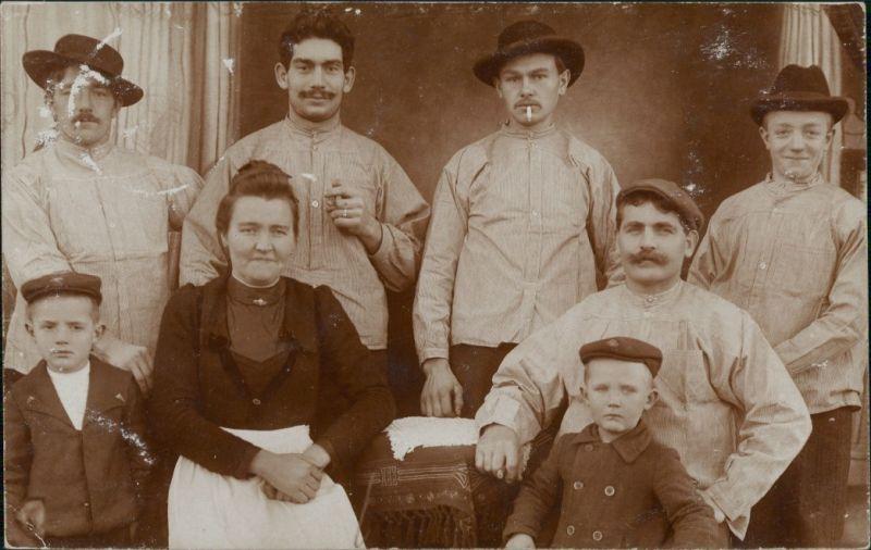Foto  Atelierfoto - Arbeiterfamilie 1912 Privatfoto