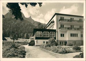Bad Reichenhall Erholungsheim Paßhöhe Hallthurm, Panorama mit Bergen 1955