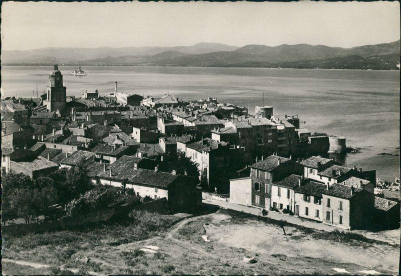 CPA Saint-Tropez Vue Générale/Ort mit Küste und Marineboot 1950