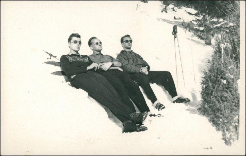Foto  Sport - Ski fahren - Skifahrer beim Sonnen 1965 Privatfoto