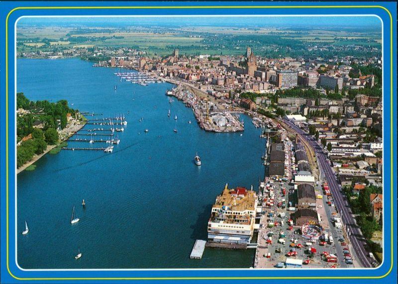 Ansichtskarte Rostock Luftbild Blick zum Hafen, Schiffe 1995 0