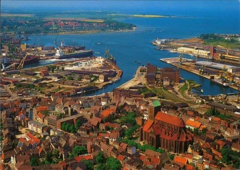Ansichtskarte Wismar Luftbild mit Altstadt, Hafen und Nikolaikirche 2002