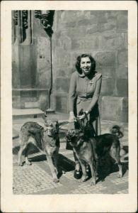 Foto  Junge Frau mit zwei Hunden - Maulkorb 1953 Privatfoto