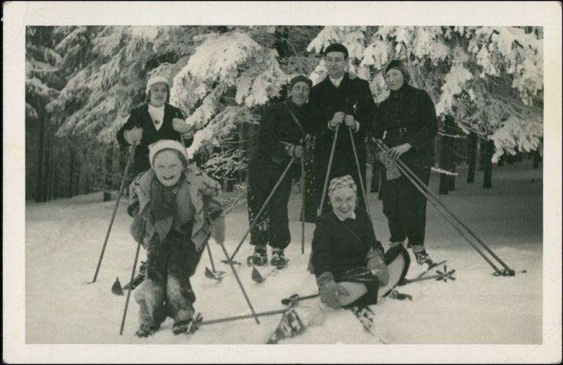 Foto  Sport - Ski fahren Familie beim Skifahren 1934 Privatfoto