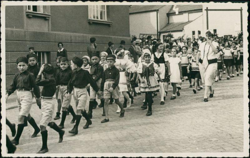 .Tschechien Böhmische Typen, Parade Umzug - Kinder 1935 Privatfoto