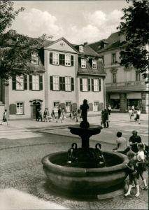 Ansichtskarte Weimar Schillerhaus, Personen in der Fußgängerzone 1975