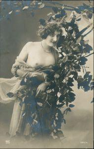 Ansichtskarte  Junge Frau am Baum Erotik (Nackt - Nude) Vintage Erotika 1909