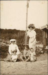 Graal-Müritz Strand, Strandkorb Frauen und Kinder 1920 Privatfoto