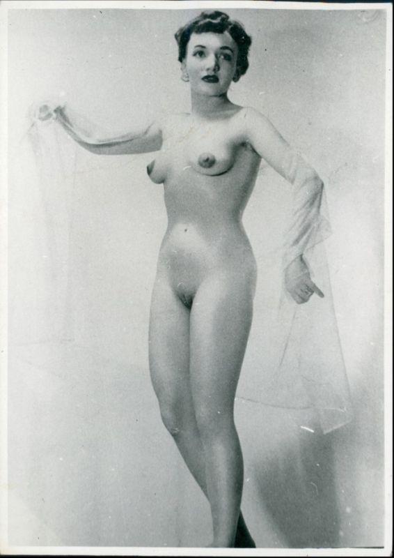 Foto  nackte Frau mit Schleier Erotik (Nackt - Nude) 1950 Privatfoto
