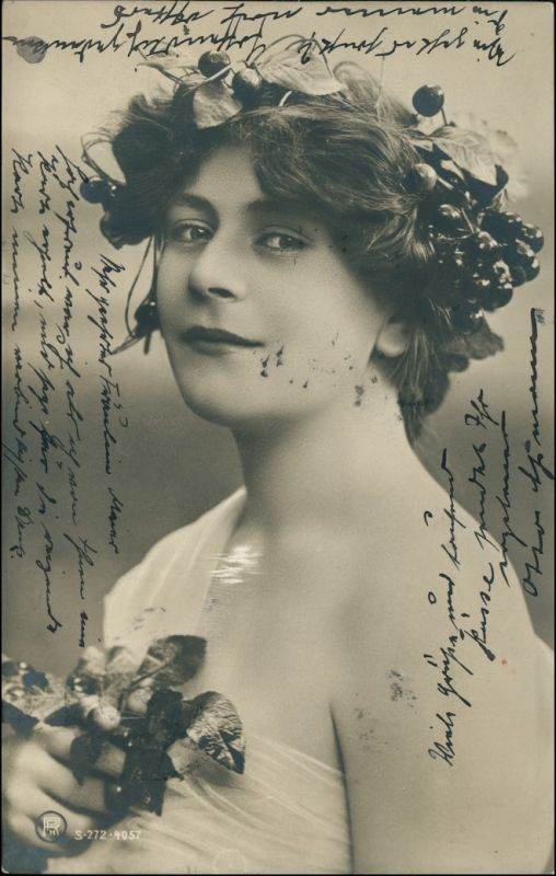 Ansichtskarte  Junge Frau mit Lorbeerblatt - lassiv 1904