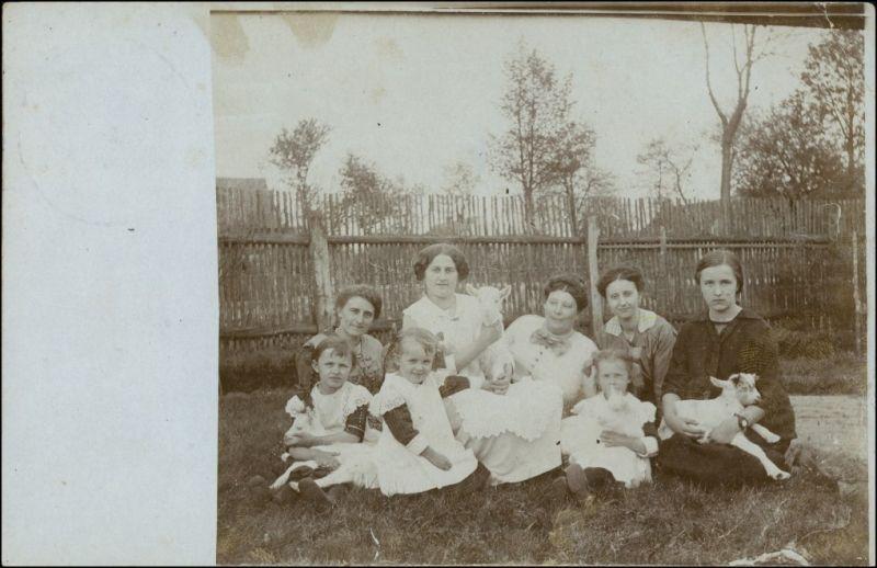 Tauer-Peitz Picnjo Frauen und Kinder  Tauer Bz Frankfurt 1916 Privatfoto
